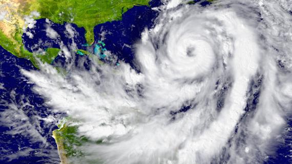 huracanes y aviacion, aviacion y huracanes, huracan y planes de vuelo, huracan y avion, volar y huracanes